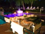 Romantic-Table-at-Pool.jpg